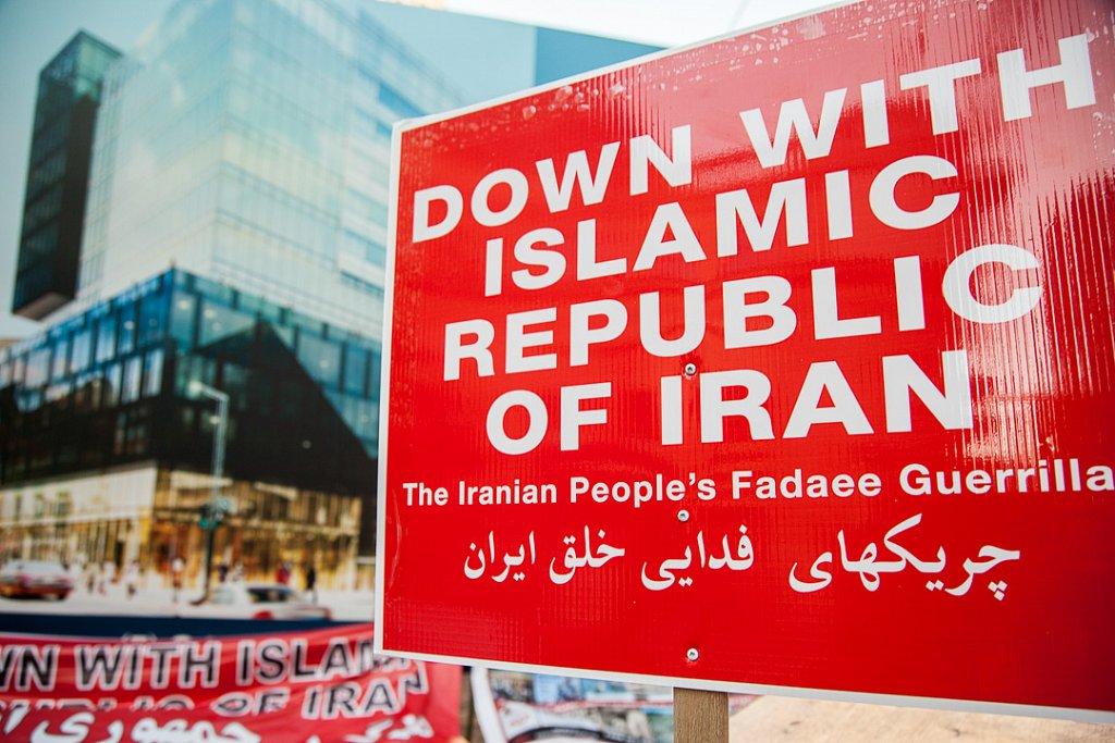 Iranian protesters picket Muhammad screening